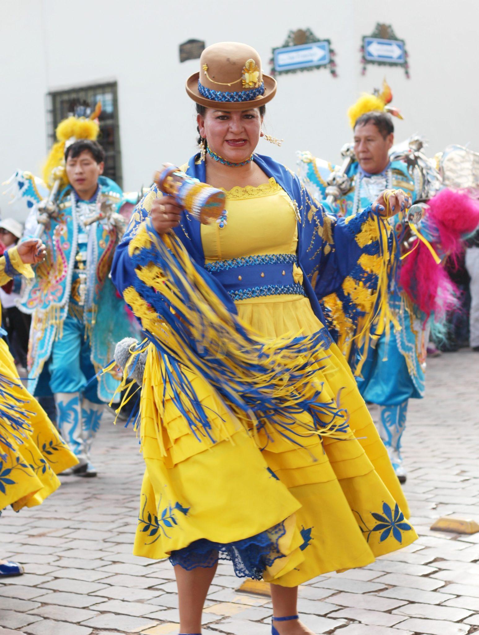 festival-women-dancing